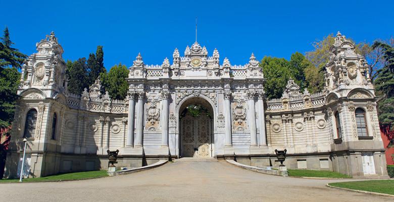 Fachada do Palácio Dolmabahçe em Istambul na Turquia