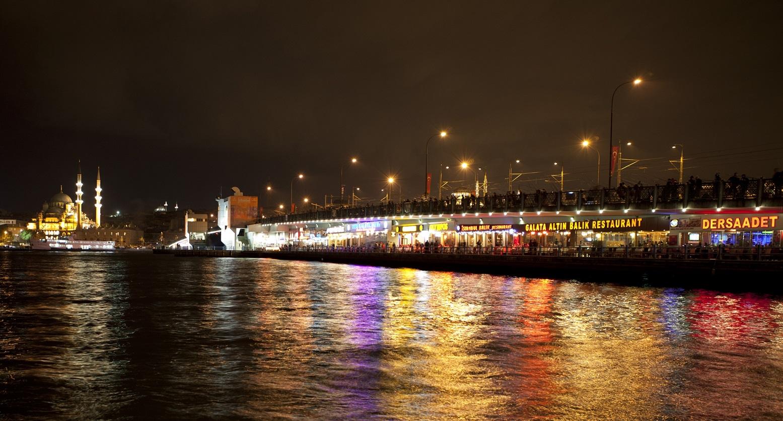 Vista da Ponte Gálata em Istambul na Turquia