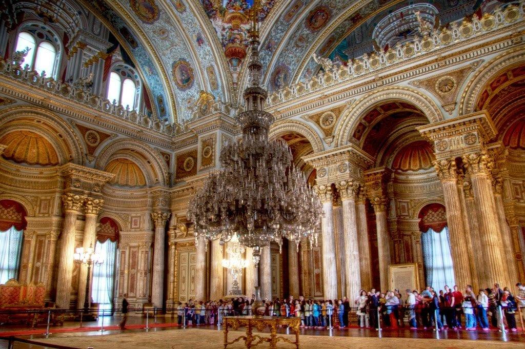 Salão central de festas do Palácio Dolmabahçe em Istambul