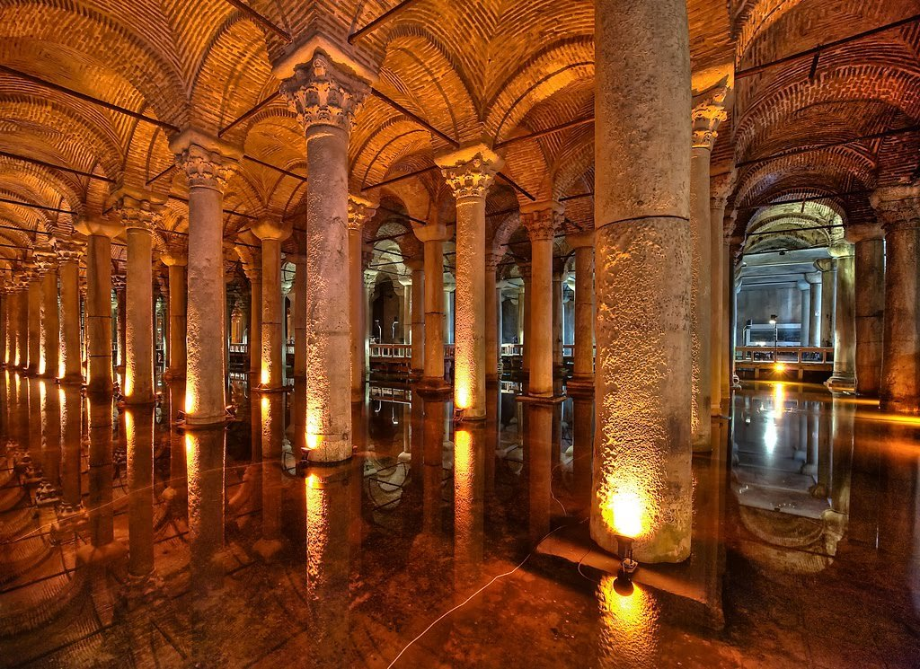 Colunas da Cisterna da Basílica em Istambul