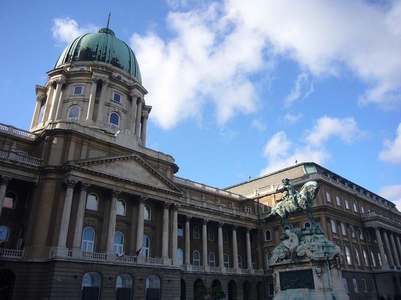Estátua do Castelo Buda em Budapeste