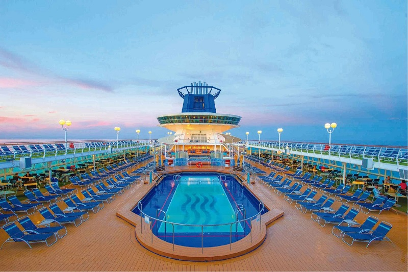 Piscina do Sovereign Pullmantur